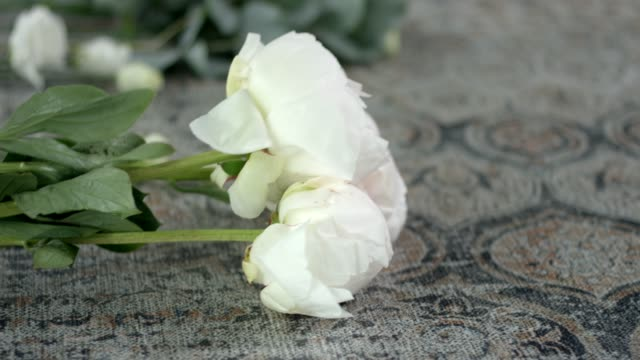 Taking-Perfect-Flowers-for-Your-Wedding-Bouquet