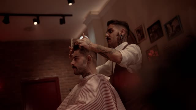 Young-old-fashioned-hairdresser-and-hipster-man-in-vintage-hair-salon