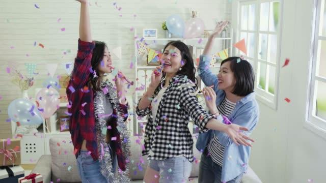 mujeres-música-escalofriante-en-colorido-confeti-de-fiesta