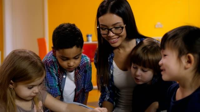 Teacher-and-kids-learning-in-preschool-class