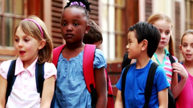 Los-alumnos-de-la-escuela-revestimiento-exterior