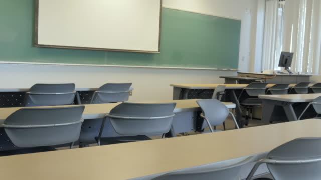 Salón-de-actos-Colegio-vacío