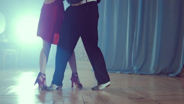 Piernas-de-par-aprender-a-bailar-tango-en-el-estudio-Cierre-para-arriba
