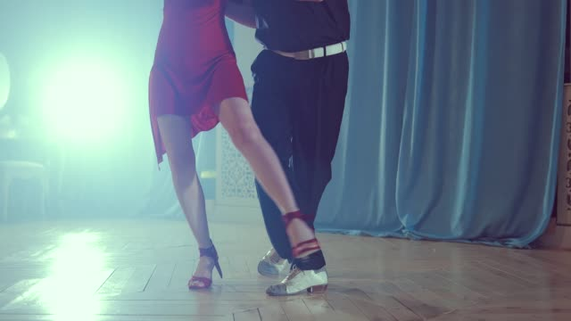 Legs-of-couple-learning-to-dance-tango-in-the-studio-Close-up