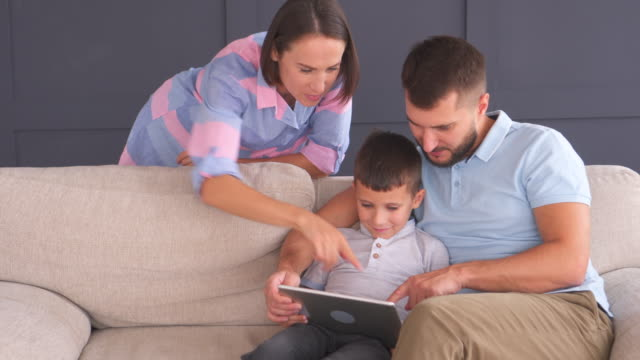 Young-happy-family-with-tablet