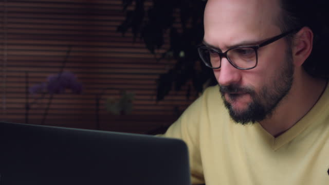 4K-Corporate-Shot-of-a-Business-Man-Working-on-Computer-and-Thinking