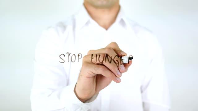 Hunger-stoppen-Mann-schreiben-auf-Glas