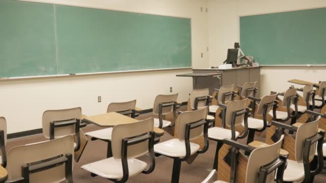 School-Desks-in-Empty-Classroom