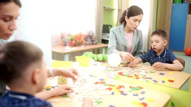 The-woman-speech-therapist-teaches-the-boy