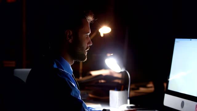 Businessman-using-computer-at-night