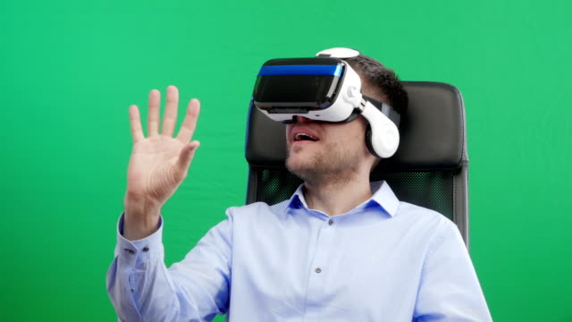 Man-in-Virtual-Reality-Glasses-Green-screen-