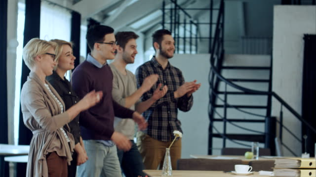 Applause-of-business-startup-people-in-the-office-as-team