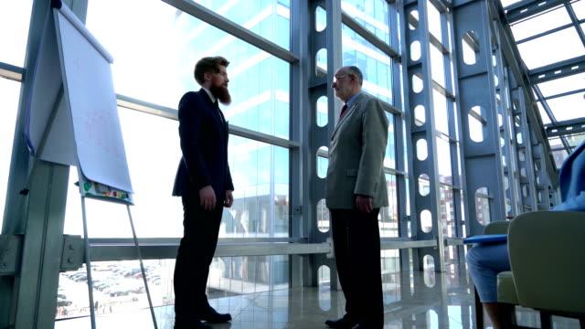 Business-people-shaking-hands-after-presentation