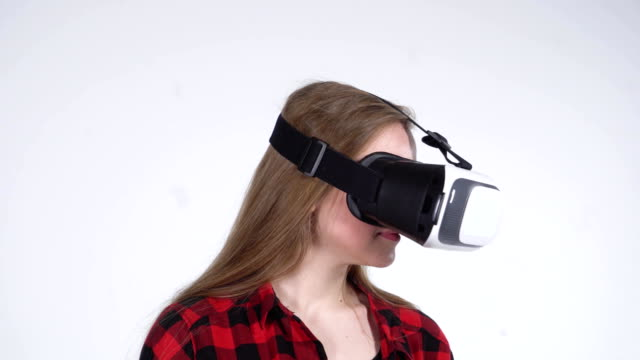 Close-up-of-the-Girl-that-Rotates-Head-in-Virtual-Reality-Helmet