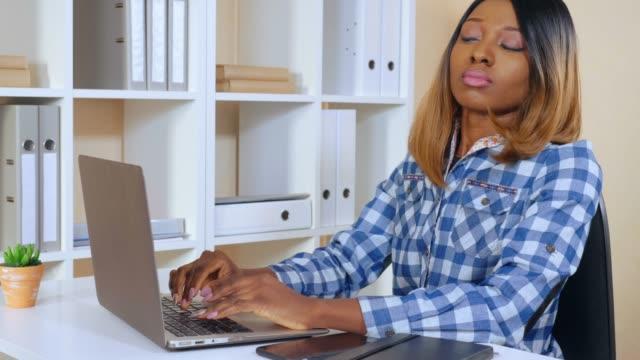 entrepreneur-overwork-at-hard-project