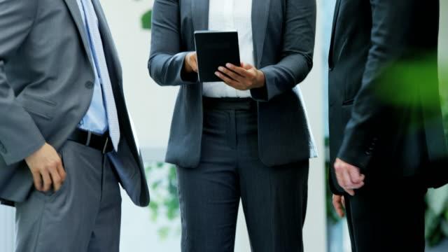 Männlich-weiblich-Multi-ethnischen-Stadt-Business-Team-meeting