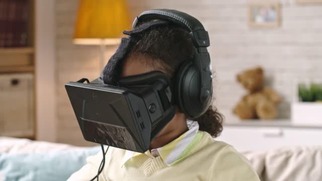 Chica-sorprendida-por-gafas-VR