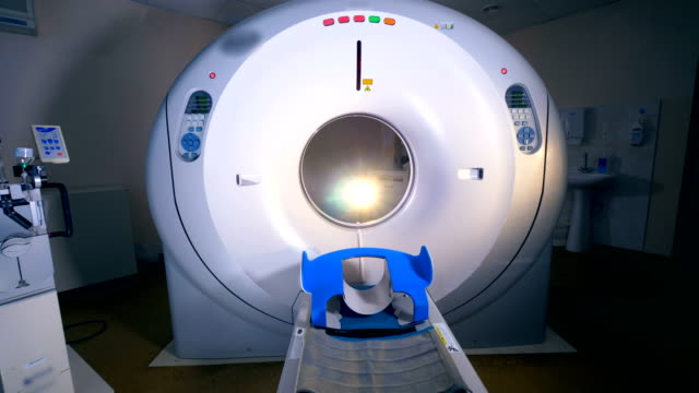 Una-mirada-cercana-sobre-una-máquina-de-tomografía-computada-