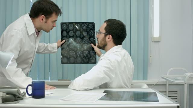 Tutor-doctor-help-intern-with-x-ray