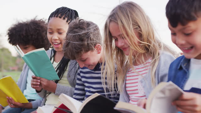 Group-of-kids-reading-books