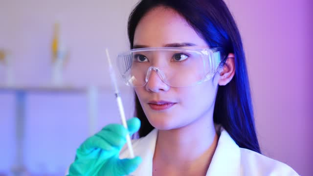 Close-up-of-asian-female-doctor-preparing-a-syringe-footage-Coronavirus-vaccine-