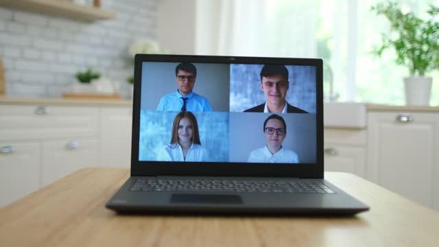 En-línea-de-aprendizaje-a-distancia-video-conferencia-webinar-llamar-e-aprender-lección-webcam-reunión-concepto-de-trabajo