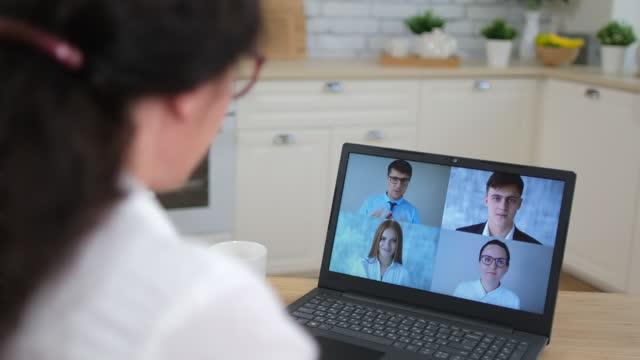 Trabajo-en-línea-aprendizaje-a-distancia-videollamada-conferencia-de-chat-webinar-llamar-a-la-cámara-web-concepto-de-reunión-de-la-cámara-web