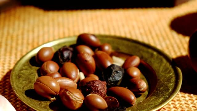 Aceite-de-argán-es-hecho-por-nueces-de-argán---fruta-Argan-es-útil-como-antioxidante-para-la-cicatrización-inflamaciones-enrojecimiento-y-piel-estrías