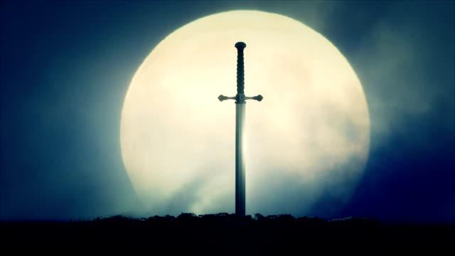 Schwert-Excalibur-auf-einem-Vollmond-Hintergrund