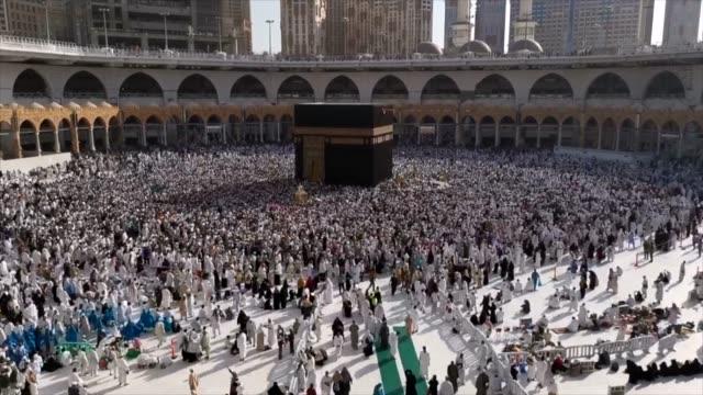 MECCA-SAUDI-ARABIA-April-2019---Muslimische-Pilger-aus-aller-Welt-versammelten-sich-um-Umrah-oder-Hadsch-in-der-Haram-Moschee-in-Mekka-aufzuführen-