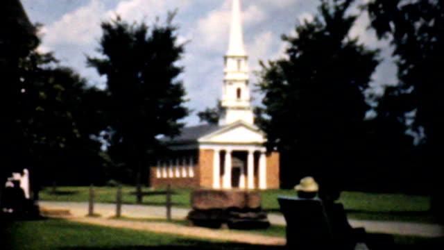 Las-personas-que-ingresaron-en-un-hermoso-poco-Chapel-Vintage-8-mm-film-de-1940