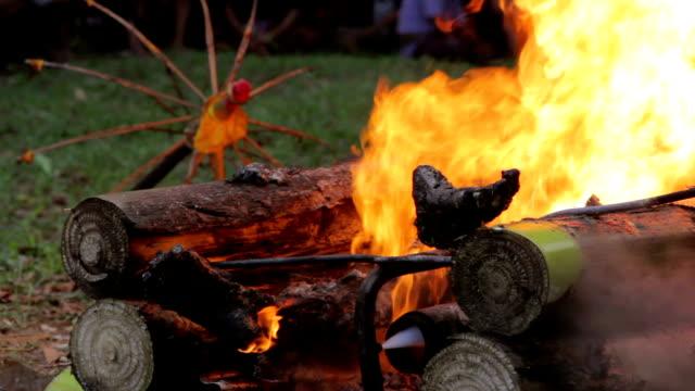burning-Leiche-in-der-balinesischen-Begräbnis-bali-Indonesien