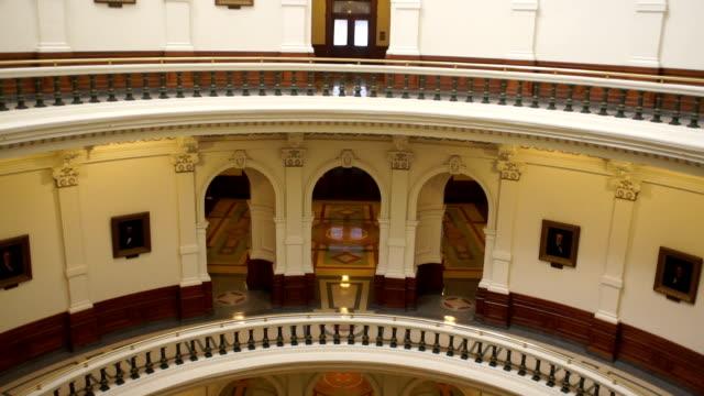Edificio-del-Capitolio-de-Austin-Texas-edificio-gubernamental-cielo-azul