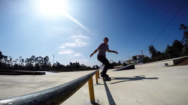 Skateboarder-grinding-down-rail
