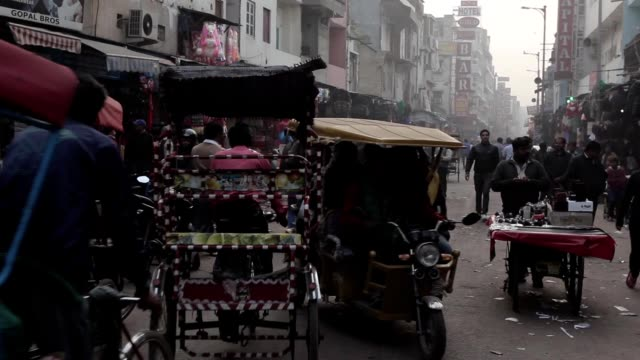 Indios-en-las-calles-de-Nueva-Delhi-India