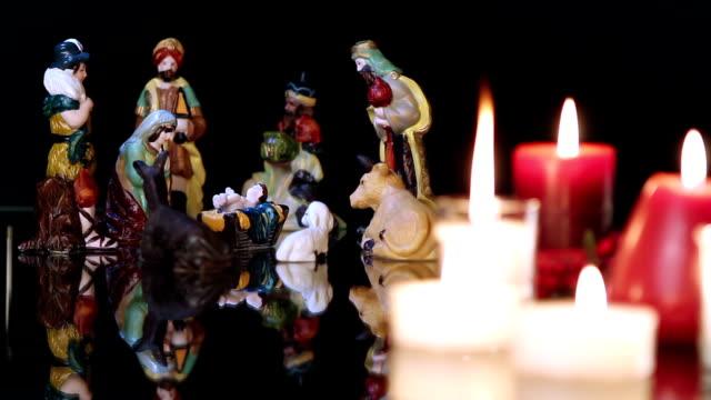 Pesebre-de-Navidad-con-velas-en-negro