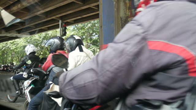 Motorräder-auf-der-Straße-in-Jakarta