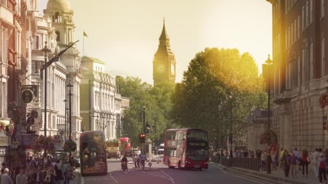 London-Traffic-on-Trafalgar-square