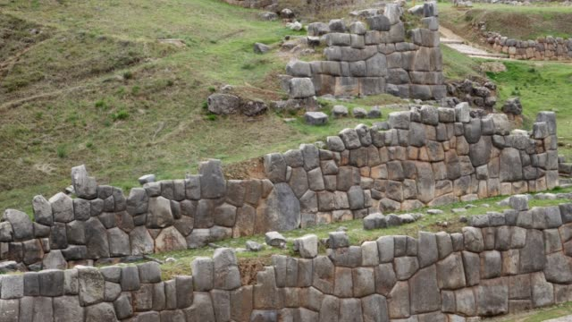 Detail-of-an-ancient-Inca-wall-in-Sacsayhuaman-near-Cusco-in-Peru-South-America
