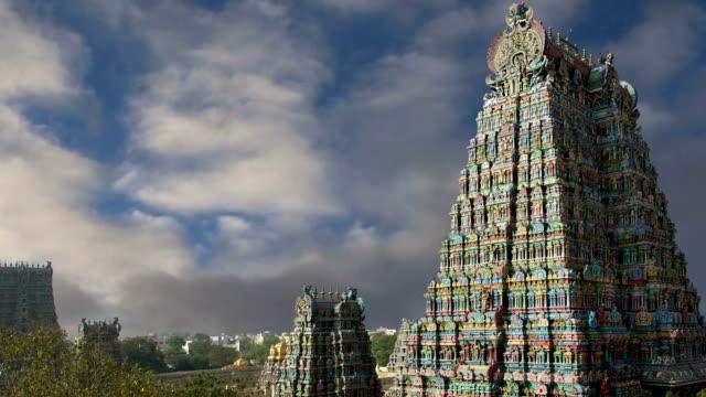 Meenakshi-hindu-temple-in-Madurai-Tamil-Nadu-South-India
