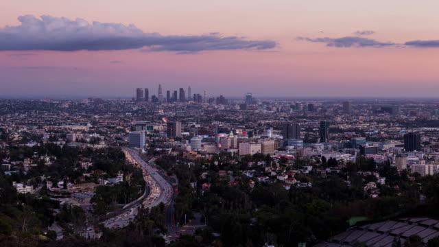 Día-de-los-Ángeles-para-Timelapse-atardecer-noche-de-Hollywood-Bowl-Overlook