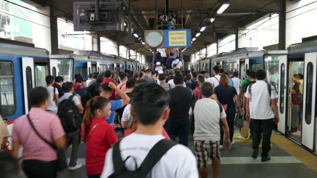 Manila-Rail-Transit-Train-and-commuters