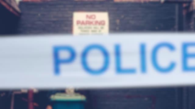 Cinta-de-policía-en-callejón-urbano