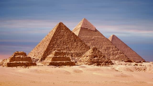 Zeitraffer-der-großen-Pyramiden-In-Gizeh-Tal-Kairo-Ägypten-Sonnenuntergang-über-der-Pyramiden-