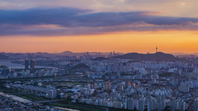 Time-lapse-at-Seoul-City-and-Namsan-Mountain-South-Korea-