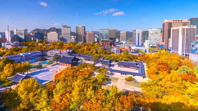 4K-Time-lapse-View-of-Deoksugung-royal-palace-in-Autumn-at-Seoul-of-South-Korea