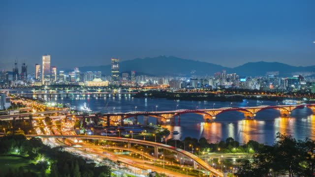 Timelapse-Traffic-at-night-in-Seoul-City-South-Korea-