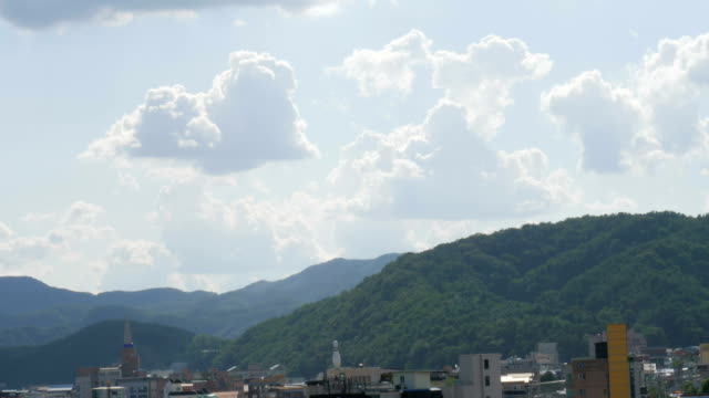 Cumulus-cloud-floating-above-the-sky