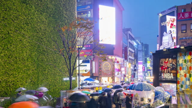 Timelapse-at-Myeong-dong-Market-People-walking-on-a-shopping-street-at-night-Seoul-South-Korea