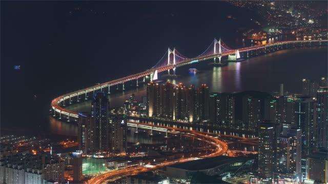 Busan-Korea-Timelapse---The-Gwangandaegyo-or-Diamond-Bridge-in-Seoul-at-Night